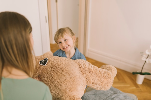 Conceito de dia das mães com ursinho de pelúcia