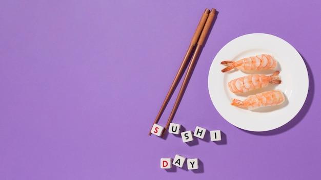 Conceito de dia de sushi vista superior com espaço de cópia
