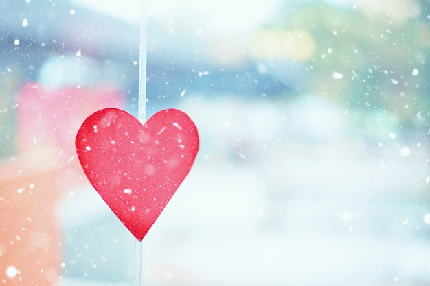 Conceito de dia dos namorados em um dia de inverno nevado