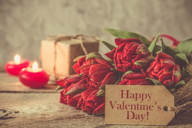 Conceito de dia dos namorados - flores e presentes