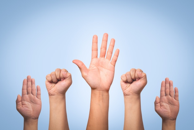Conceito de dia internacional dos direitos humanos, levante a mão