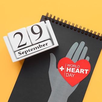 Conceito de dia mundial do coração com o bloco de notas