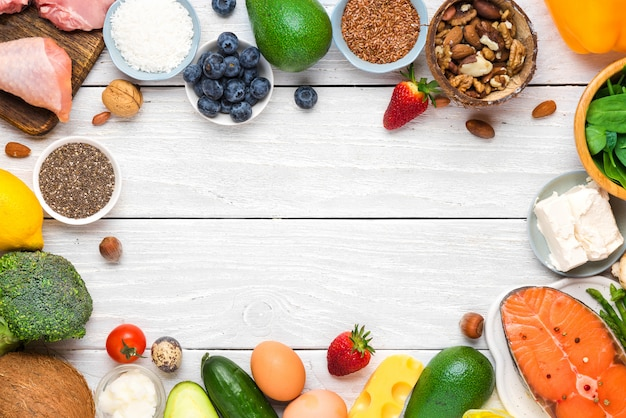 Conceito de dieta cetogênica ceto, baixo carboidrato, alta gordura boa, alimentos saudáveis. vista do topo