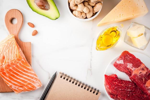 Conceito de dieta cetogênica de baixos carboidratos. alimentos saudáveis e equilibrados, com alto teor de gorduras saudáveis. dieta para o coração e os vasos sanguíneos