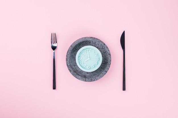 Conceito de dieta. minimalismo. hora de emagrecer.