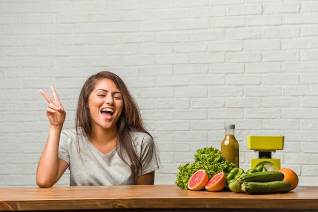 Conceito de dieta. retrato, de, um, saudável, jovem, latim, mulher, divertimento, e, feliz