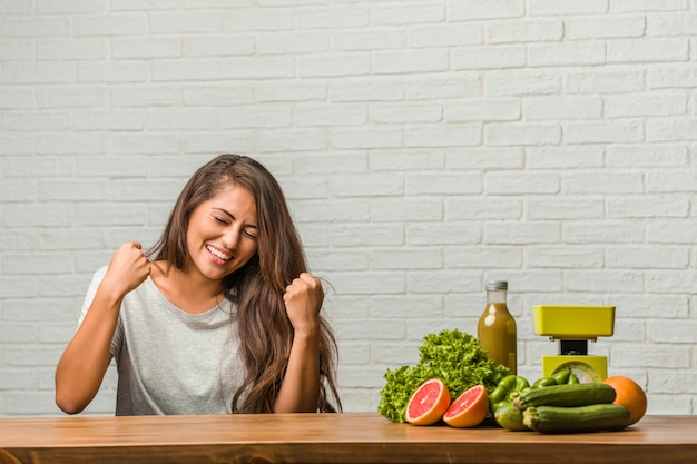 Conceito de dieta. retrato, de, um, saudável, jovem, latim, mulher, muito feliz, e, excitado