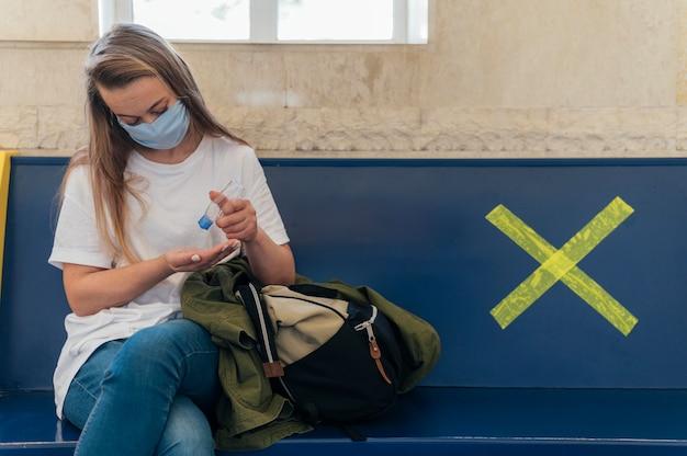 Conceito de distanciamento social em áreas públicas