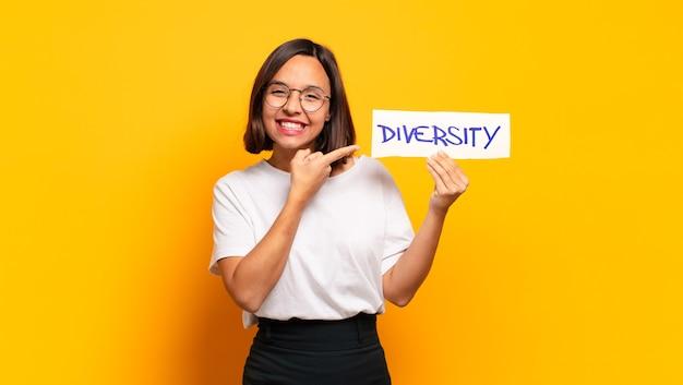 Conceito de diversidade de mulher jovem e bonita