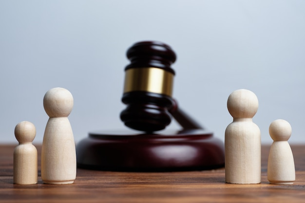 Conceito de divórcio de pais e separação de filhos.