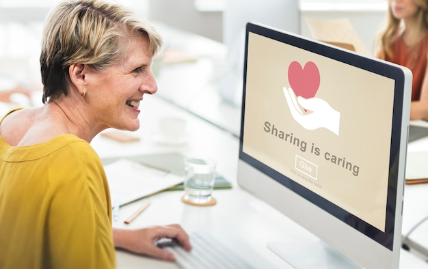 Conceito de doação de dinheiro sharing is caring