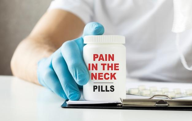 Conceito de dor no pescoço. conceito médico