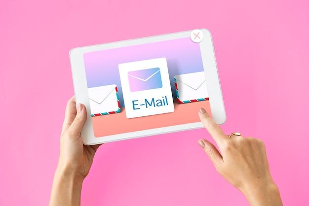 Conceito de e-mail de notificação de comunicação de caixa de entrada