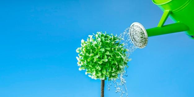 Conceito de eco e dia mundial da água com árvore de rega de lata. bandeira.