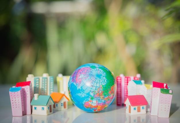 Conceito de economia de mundo de ecologia. a terra com cidades que destroem a natureza
