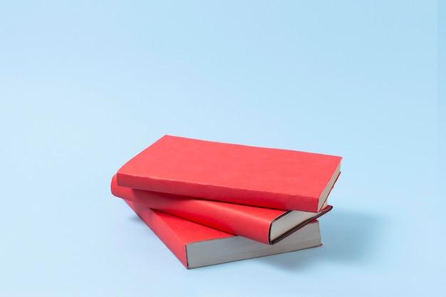 Conceito de educação com arranjo de livros