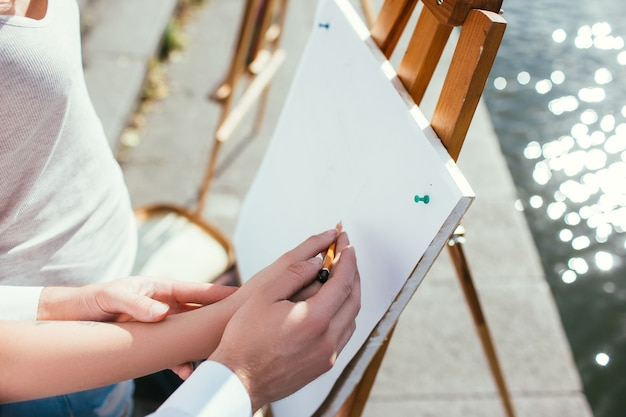Conceito de educação de arte de cursos de pintura. processo de trabalho. aumento da habilidade.