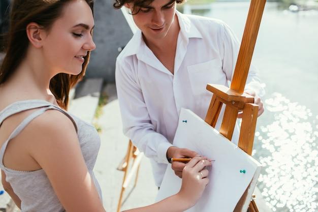 Conceito de educação de arte de cursos de pintura. processo de trabalho. treinamento de habilidade