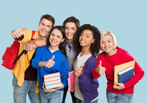 Conceito de educação - grupo de alunos na escola