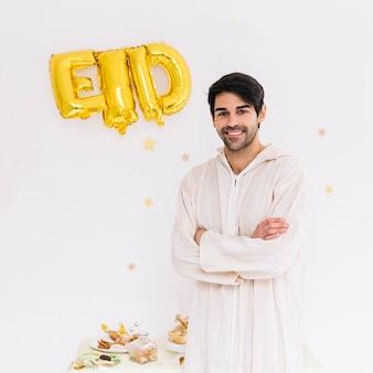 Conceito de eid al-fitr com homem muçulmano