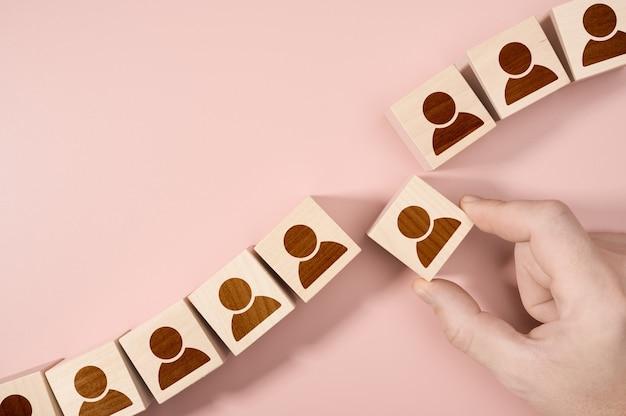 Conceito de emprego de recursos humanos de recrutamento em gestão de rh