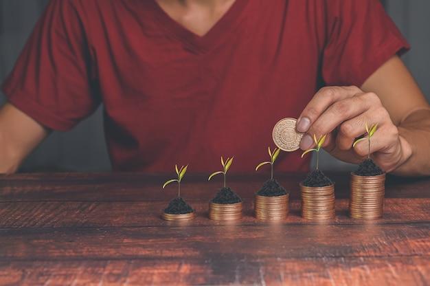 Conceito de empresários que investem em ações e aumento de renda