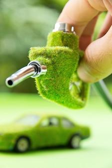 Conceito de energia, bocal de combustível verde