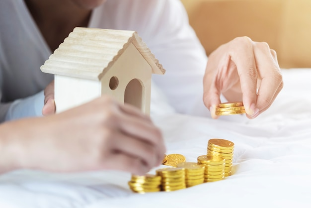 Conceito de escada, hipoteca e imóveis de propriedade.