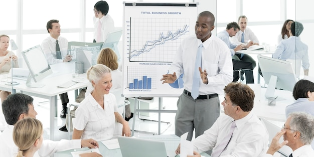 Conceito de escritório corporativo de reunião de negócios
