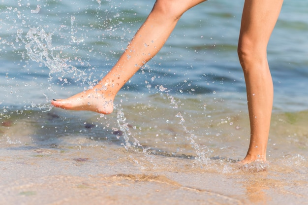 Conceito de estilo de vida de praia bonita