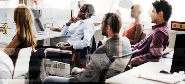 Conceito de estratégia de idéias de plano de equipe de negócios