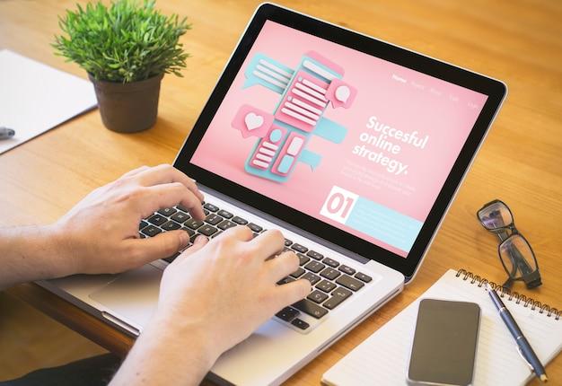 Conceito de estratégia de negócios online. todos os gráficos da tela são feitos.