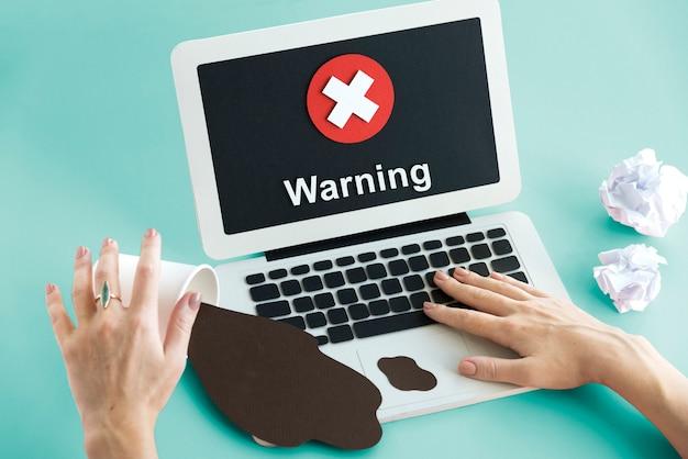 Conceito de falha negada de spyware indisponível e inseguro