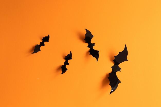Conceito de feriado de halloween com bastões de papel
