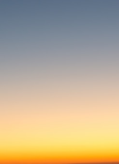 Conceito de férias de verão, resumo desfocar o fundo do céu gradiente do sol
