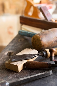 Conceito de ferramentas e carpintaria de madeira