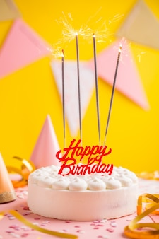 Conceito de festa de aniversário com bolo