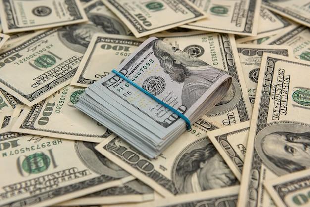 Conceito de financiamento de dinheiro em moeda