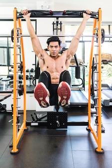 Conceito de fitness, esporte, powerlifting e pessoas