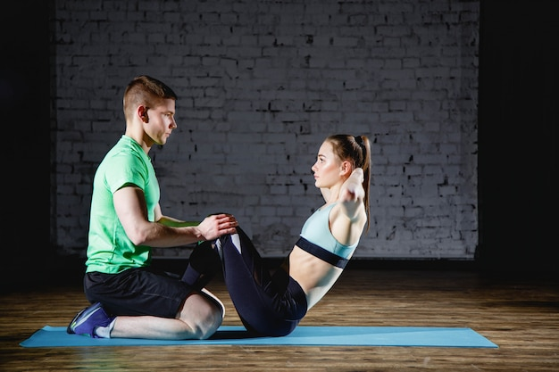 Conceito de fitness, esporte, treinamento, ginásio e estilo de vida