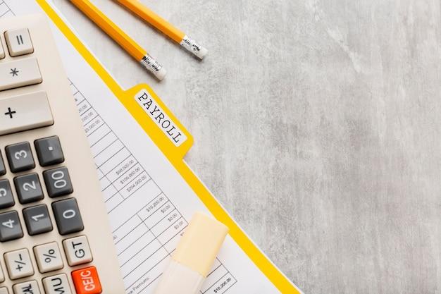 Conceito de folha de pagamento plana lay com documento