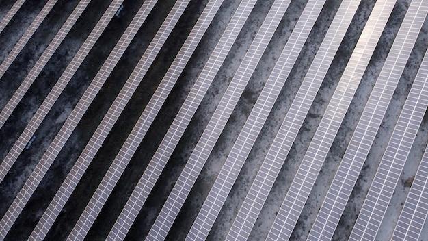 Conceito de fonte de eletricidade alternativa fotovoltaica de painel solar de recursos sustentáveis