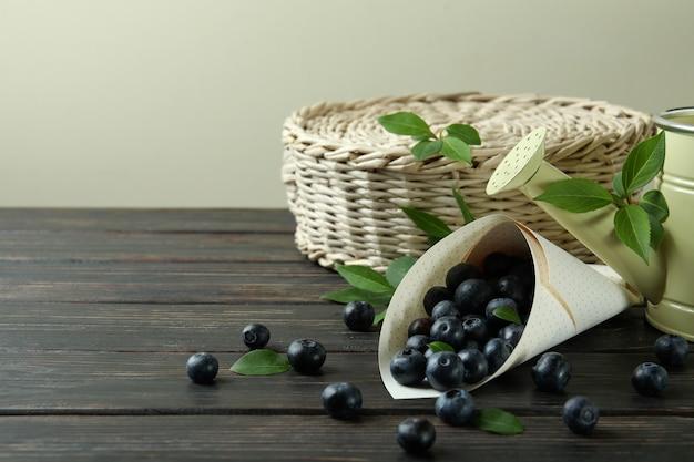 Conceito de fruta fresca com mirtilo na mesa de madeira