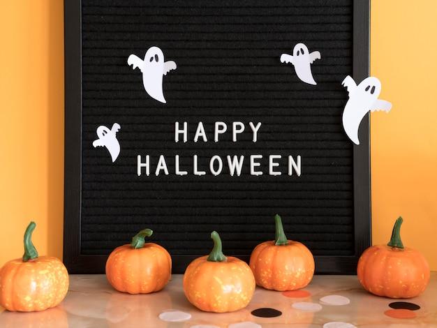 Conceito de halloween de frente com saudação