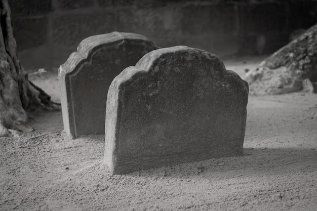 Conceito de halloween de pedra de sepulturas