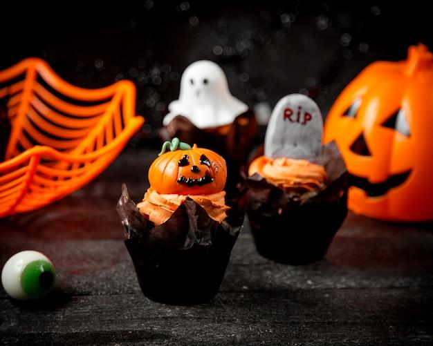 Conceito de halloween em cima da mesa
