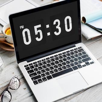 Conceito de hora e segundo minuto do alarme pontual