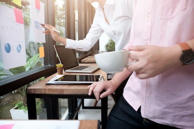 Conceito de ideias de design de reuniões de negócios. planejamento de negócios