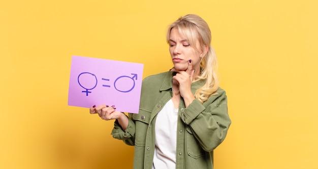 Conceito de igualdade de gênero de mulher loira bonita