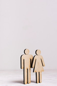 Conceito de igualdade de homem e mulher de papelão